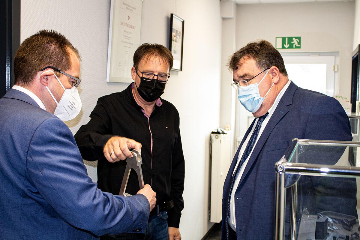von links: MdL Steinraths, Sascha Jost, StS Weinmeister